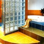 Поставување на подови од керамички плочки